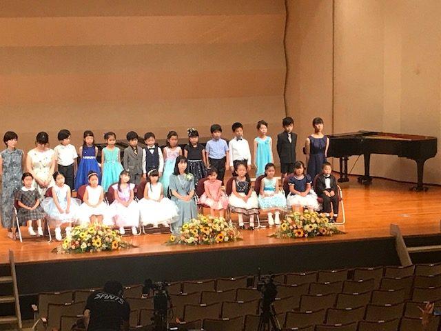 娘たちのピアノの発表会がおこなわれました。